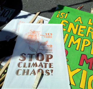 stop-climate-chaos-screenprint (photo by M. Merrill, art by ???)